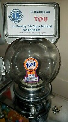 Nice 1950s model  Ford gumball machine penny glass globe with lock & key C100640