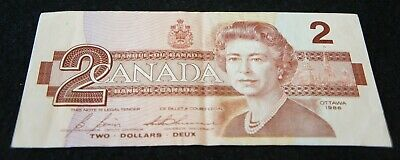1986 Bank of Canada 2 Dollar Note in Very Fine Condition NICE OLD Note!