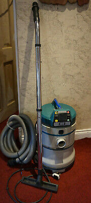 MAKITA  230 VOLT Hoover WET AND DRY VACUUM 440 Used dust Extractor 2000w max