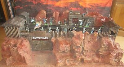 "WESTERNFORT ""CANYON""  - TOP Diorama 1:32, Timpo Toys, Elastolin."