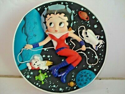MINT CONDITION BETTY BOOP AS ASTRONAUT BETTY  - Collectors Plate  B5689