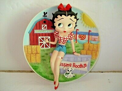 MINT CONDITION BETTY  BOOP - KISSING BOOTH  - Collectors Plate  B5689