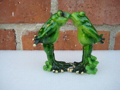 Green Frog Couple Pucker Up Kissing Decorative Figurine Statue