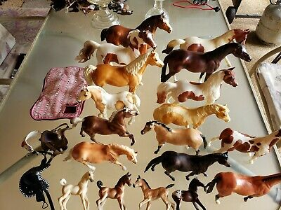 VINTAGE 1970'S lot of 18  Breyer Horses Large and small