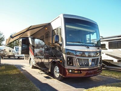 2019 Holiday Rambler Vacationer 33C for sale!