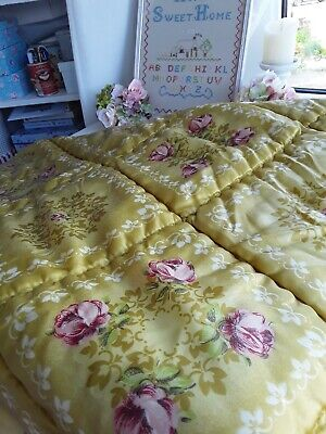 Beautiful vintage Quilt topper..Gold with pretty Rose pattern🌸