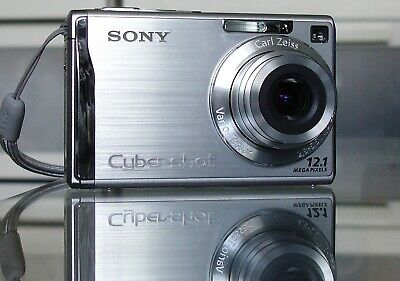 Sony Cyber-shot DSC-W200 12,1 MP Digitalkamera + 4GB + Etui - Silber