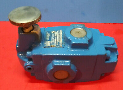 Sperry Vickers Pressure Reducing Valve XT 06 F 20  200 to 2850 psi         [499]