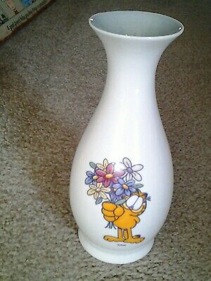 "GARFIELD with Bouquet of FLOWERS 9"" Tall vintage CERAMIC VASE by Paws FOREIGN???"