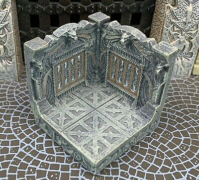 New Dwarven Forge Painted Resin Den of Evil 2 x 2 Corner Wall with Stars