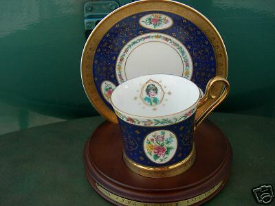 Avon 1995 H. S. Award Teacup/saucer/wood Stand