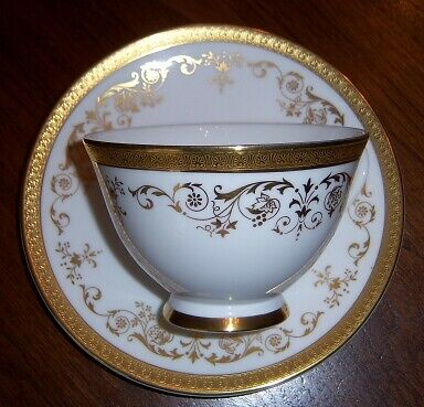 Royal Doulton BELMONT H4991 Footed Cup & Saucer