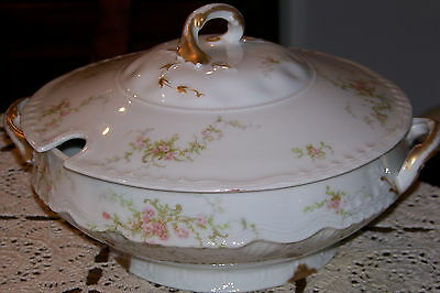 Theodore Haviland-Limoges,France - Footed Tureen w/ Lid