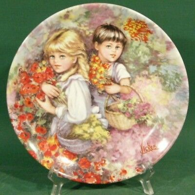 c908: Wedgwood Plate OUR GARDEN by Mary Vickers