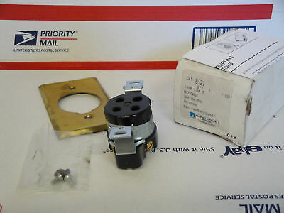 New Russellstoll # 8021 Ever-Lok Receptacle # F02694C
