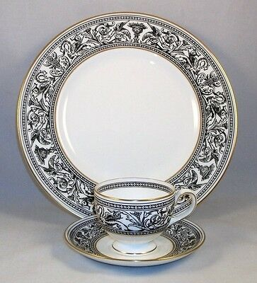 Wedgwood FLORENTINE BLACK Cup & Saucer and Dinner Plate W4312 GREAT CONDITION