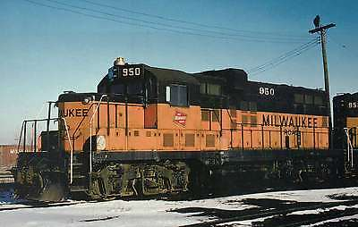 Faux GP20, Milwaukee Road converted GP9's like #950 --- Railroad Train Postcard