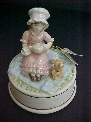 Vintage NAPCOWARE Scarboro Fair Porcelain Ceramic Figurine Music box TEA FOR TWO