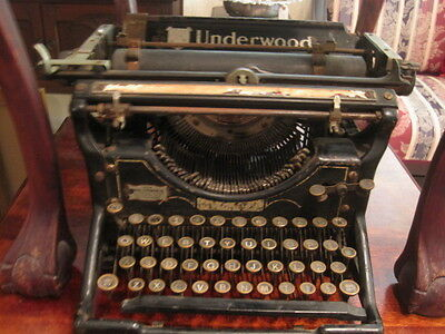 Antique early 1900s UNDERWOOD Typewriter