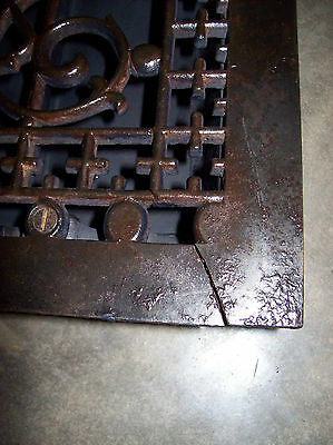 very ornate heating grate large & cracked (G 88)