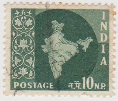 Stamp (I207) 1957 INDIA 10np myrtle map of India ow405