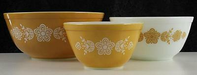 Vintage Kitchen Glass Pyrex Mixing Nesting Bowls (3) Butterfly Gold & White