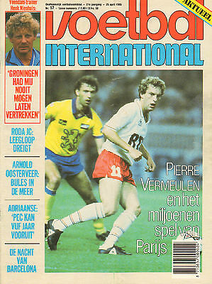 V.I. 1986 nr. 17  -  PARIS SAINT GERMAIN / KENNY DALGLISH / BARCELONA /HULSHOFF