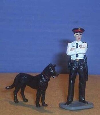 TOY SOLDIERS METAL NORTH AMERICAN K9 POLICE OFFICER AND DOG 54MM