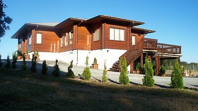 LARGE RANCH - FARM in BC, CANADA on VANCOUVER ISLAND, 2 residences, outbuildings