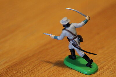 BRITAIN  TOY SOLDIERS 1970S  INFANTRY  officer rebel ,  METAL BASE  NEAR MINT