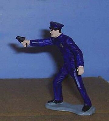 TOY SOLDIERS AMERICAN 1930'S AMERICAN POLICE OFFICER FIRING PISTOL 54 MM