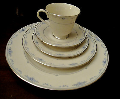 LENOX CAROLINA FINE CHINA 5 PIECE PLACE SETTING(S)