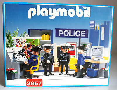 Very Rare Vintage 1997 Playmobil 3957 Police Station Headquarters New Misb !