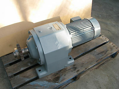 Sew Eurodrive 3 Phase Electric Gear Motor - 5.5kw 20 RPM 415V - R93 DV132S4