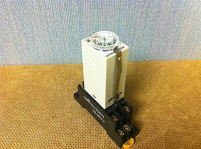 Omron H3Y-2 Timer with PYF08A base 0-3 min (6512)