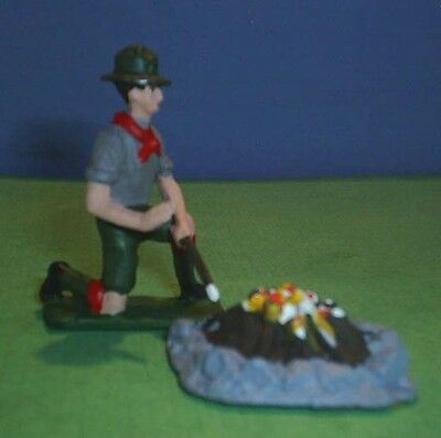 TOY SOLDIERS METAL AMERICAN BOY SCOUT ROASTING MARSH MELLOW OVER FIRE PIT 54MM