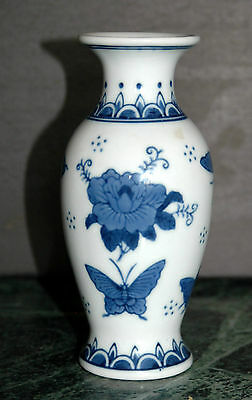 Japanese Chinese Blue & White Oriental Buttery Posy Bud Flower Vase