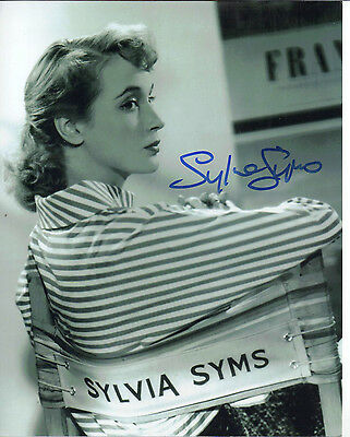 "LOVELY B&W 10"" x 8"" PHOTOGRAPH (COA) ""TTM"" SIGNED BY SYLVIA SYMS ""STUNNING POSE"""