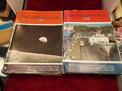 """Pair Of Old Vtg Books """"the Americana Annual"""" 1969 - 1978, Both Good Condition"""
