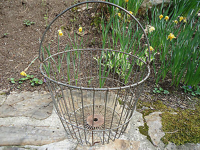 Large Vintage WIRE EGG GATHERING BASKET 4 Footed  * Farm * Chickens * Poultry