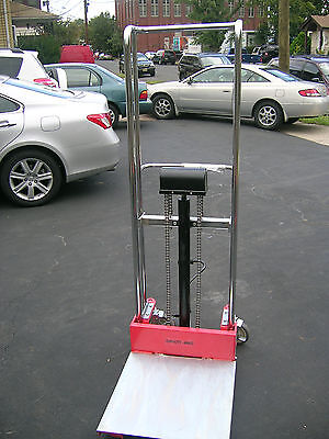 Portable Hydraulic Fork Lift Hand stacker 880lbs capacity