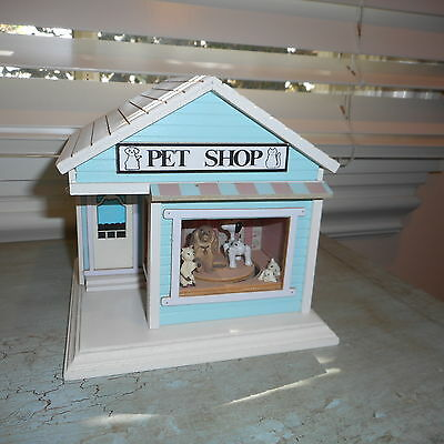Berkeley The PET SHOP Music Box Animated Dogs and Cat Wood House
