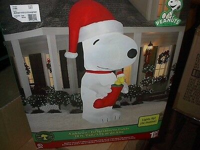 SNOOPY  10 FT INFLATABLE   / NEW IN BOX