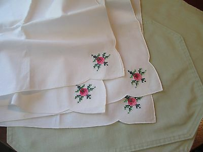 SET OF 4 MINT GREEN PLACE MATS WITH 4 HAND EMBROIDED NAPKINS