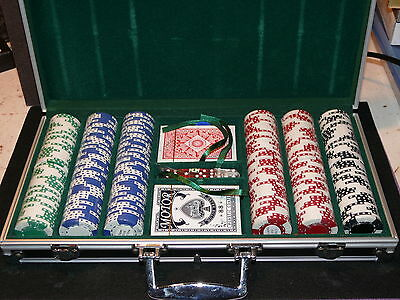 300x11.5gm POKER CHIPS WITH BLACK PADDED CASE