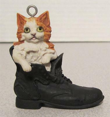 LOWELL DAVIS 1984 KITTEN IN BOOT ORNAMENT FIGURINE - COUNTRY CHRISTMAS - NO BOX