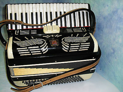 Vintage RENELLI Accordion Nice Condition with Case made in Italy