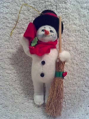 2009 Annalee Snowman with Broom Christmas Ornament, NO Box.