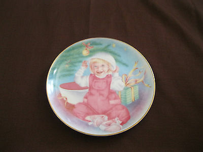 COLLECTABLE TUPPERWARE PLATE 1993 LIMITED EDITION