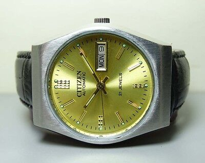 MENS VINTAGE CITIZEN AUTOMATIC DAY DATE WRIST WATCH 301_231 OLD USED G757